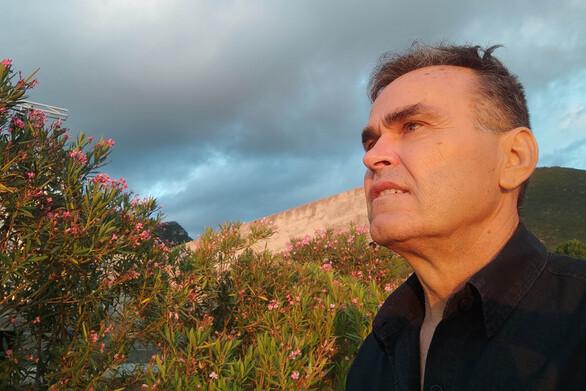 """Ελισσαίος Βγενόπουλος: Το Ερασιτεχνισμό Θέατρο είναι σπουδαία ελπίδαόταν δεν είναι μια μικρή """"καταστροφή"""""""