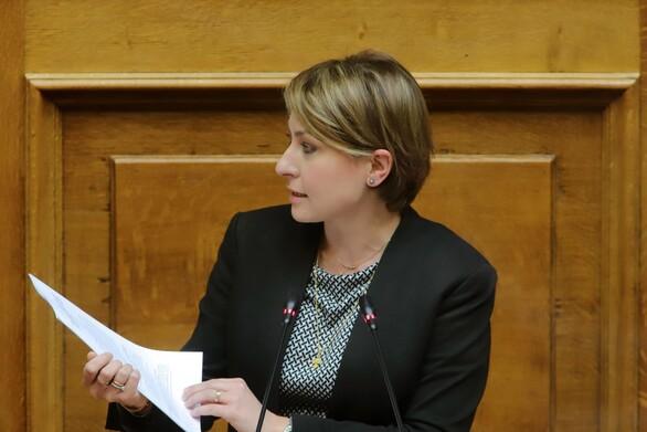 Χριστίνα Αλεξοπούλου:  Ζητά σύνταξη για τις άγαμες μητέρες με ανήλικα τέκνα