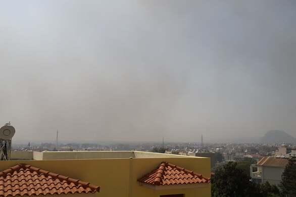 Πάτρα - Φωτιά Ελεκίστρα: Αποπνικτική η ατμόσφαιρά σε πολλά σημεία της πόλης