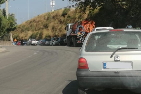"""""""Ουρές"""" χιλιομέτρων στην εθνική οδό από τα οχήματα εξαιτίας της φωτιάς (φωτο)"""