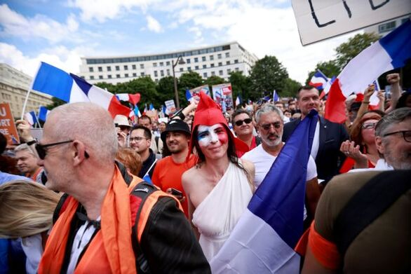 Γαλλία: Επεισόδια στις διαδηλώσεις εναντίον του υγειονομικού πιστοποιητικού