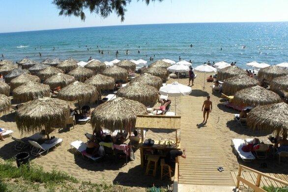 """""""Βουλιάζουν"""" από Έλληνες επισκέπτες τα παραθεριστικά μέρη της Δυτικής Ελλάδος"""