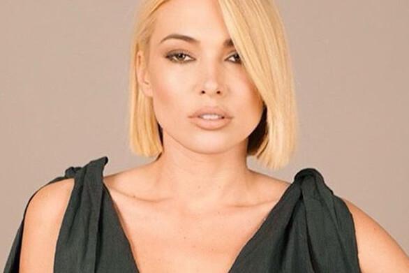 Μικαέλα Φωτιάδη: Η ξανθιά της «τριάδας φωτιά» πιο σέξι από ποτέ στην Ρόδο