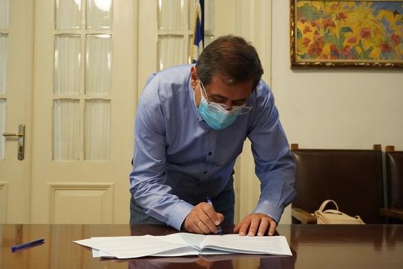 Πάτρα: Ο Δήμαρχος υπόγραψε μίσθωση για τη δημιουργία δημοτικού κτηνιατρείου και καταφυγίου