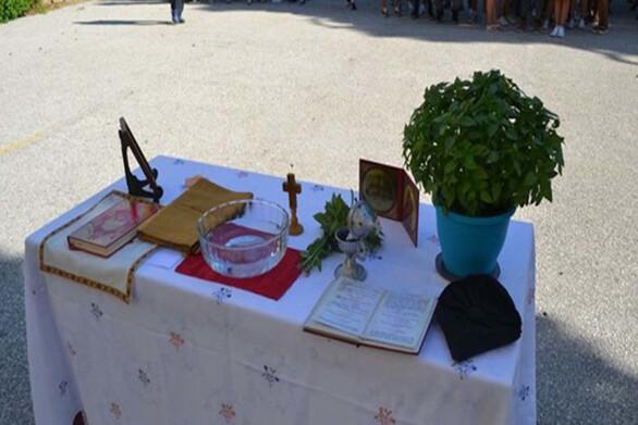 Πάτρα: Θετικός στον Covid-19 ιερέας που έκανε αγιασμό σε σχολείο