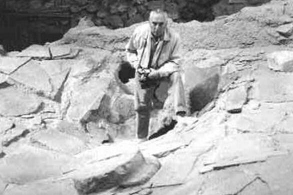 Σαν σήμερα 16 Σεπτεμβρίου ο Σπυρίδων Μαρινάτος ανακαλύπτει σημαντικό προϊστορικό οικισμό στο Ακρωτήρι της Σαντορίνης