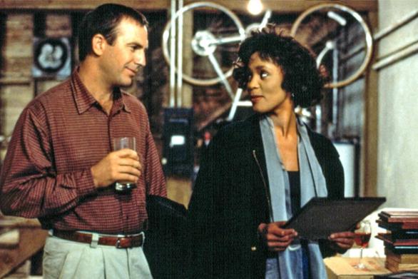 «Ο Σωματοφύλακας»: Έρχεται το remake της θρυλικής ταινίας - Ποιοι ακούγονται για τους ρόλους των Κέβιν Κόστνερ και Γουίτνεϊ Χιούστον