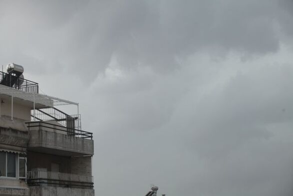Καιρός: Προειδοποίηση για επικίνδυνες καταιγίδες το βράδυ της Τρίτης