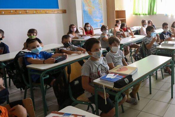 Covid-19: Αυξήθηκε η διάδοση στα παιδιά 4-18 ετών