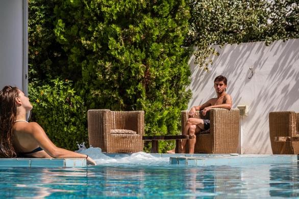 Τέλος η σεζόν - Άνοιξαν για 4 μήνες τα ξενοδοχεία της Αχαΐας, δούλεψαν τους 2 και αν…