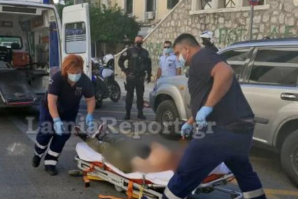Λαμία: Έκοψε τις φλέβες του στη μέση του δρόμου