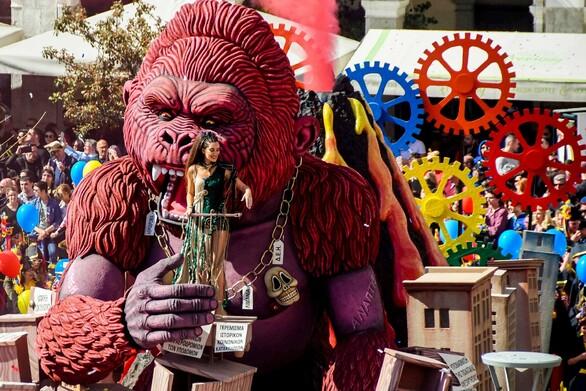 Παρελάσεις μόνο για εμβολιασμένους; - «Γρίφος» το Πατρινό Καρναβάλι του 2022!