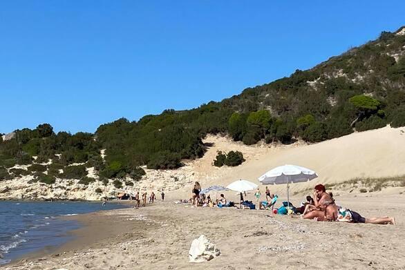 Το καλοκαίρι συνεχίζεται στην παραλία της Καλόγριας - Κόσμος τέλη Σεπτέμβρη (φωτο)