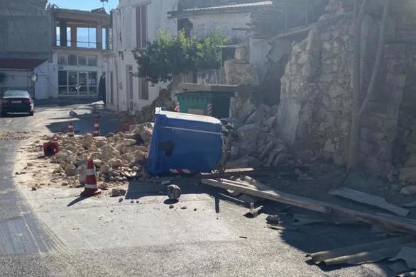 Ηράκλειο: Σπασμένα τζάμια, ζημιές σε παλιά σπίτια και κατολισθήσεις από τα 5,8 Ρίχτερ (φωτο+video)