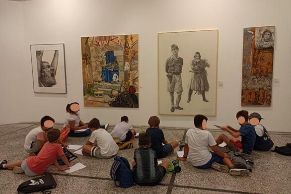 """Πάτρα - Με επισκέπτες και ξεναγήσεις σχολείων συνεχίζεται η έκθεση """"Μια διαφορετική προσέγγιση της ελληνικής επανάστασης"""""""