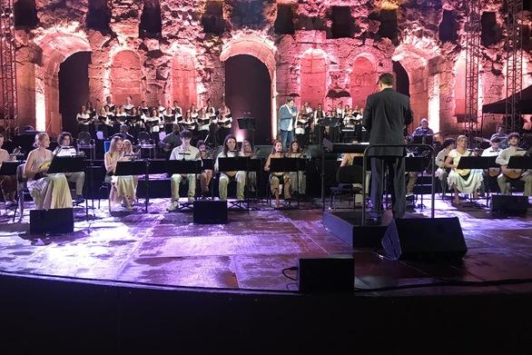Μάγεψε στο Ηρώδειο η Ορχήστρα Νυχτών Εγχόρδων Θανάσης Τσιπινάκης του Δήμου Πατρέων (φωτο)