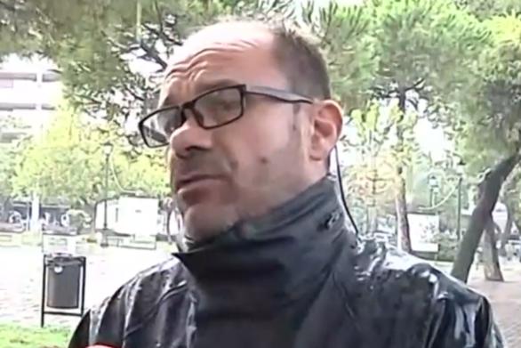 Πάτρα: Συγκινεί ο διανομέας που έδωσε φαγητό σε άστεγο - Παρέδωσε μαθήματα ανθρωπιάς (video)