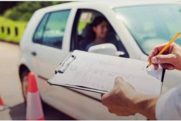 Δίπλωμα οδήγησης: Ριζικές αλλαγές στις εξετάσεις - Οδηγοί από τα 17 αλλά με συνοδό