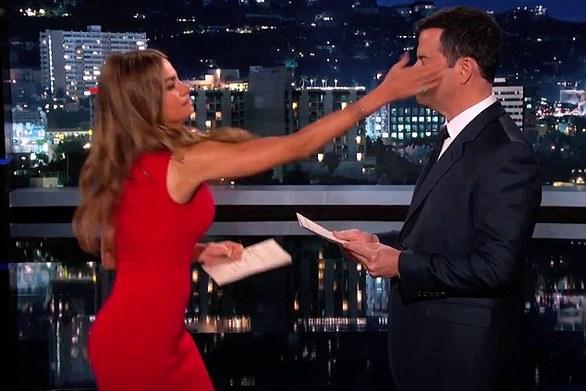 Η Sofia Vergara χαστούκισε τον Jimmy Kimmel on air (video)