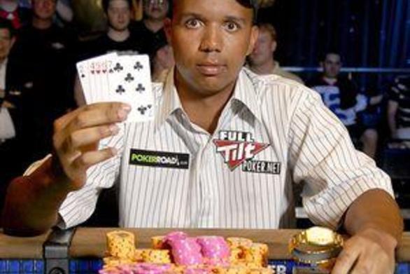 Εκατομμυριούχος χαρτοπαίκτης διάβαζε την τράπουλα από πίσω! (video)
