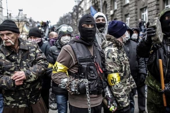 Νεοναζί σε δρόμους και υπουργεία - Χάος στην Ουκρανία (video)