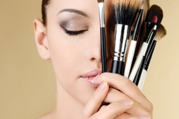 Tips: Πώς να καθαρίζετε τα πινέλα του μακιγιάζ σας!