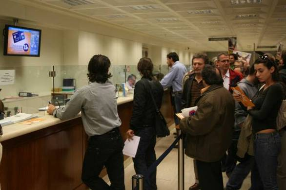 Τρίκαλα: Αστυνομικός βρήκε και παρέδωσε στην τράπεζα επιταγή