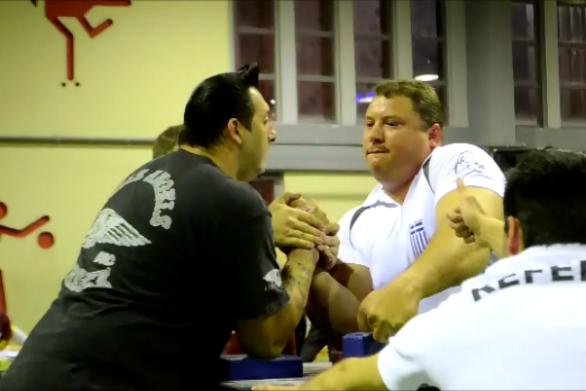 """Ο Αχαιός χειροπαλαιστής Γιώργος Χαραμπόπουλος """"λυγίζει"""" ακόμα και σίδερα!"""