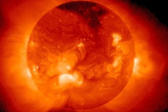 """Τριπλή """"απειλή"""" σήμερα - Ηλιακή καταιγίδα, πανσέληνος και Παρασκευή και 13 (pics+vids)"""