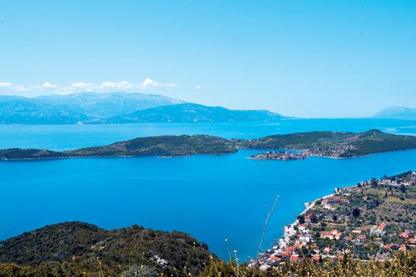 """Ένα """"κρυμμένο νησάκι"""" 40 χλμ. από την Πάτρα για να ξεσκάσετε το Σαββατοκύριακο!"""