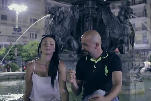 Στην πλατεία Γεωργίου για την παρωδία της διαφήμισης του ΟΠΑΠ by Vesos! (video)