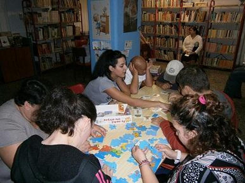 Πάτρα: Επίσκεψη του ΚΔΑΠ ΜΕΑ «ΚΟΜΑΙΘΩ» στην Δημοτική Βιβλιοθήκη