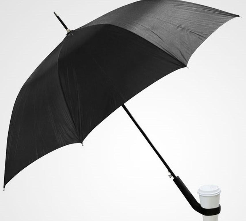 Είπαμε ότι οι ομπρέλες αυτές μας στερούν το ένα χέρι μας. Αν όμως κουβαλούν  εκείνες τον καφέ μας  5ec35453ae2