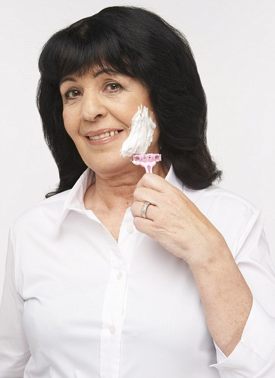Νέα μόδα  Για ποιο λόγο οι γυναίκες ξυρίζουν το... πρόσωπό τους ... f8116e0e92a