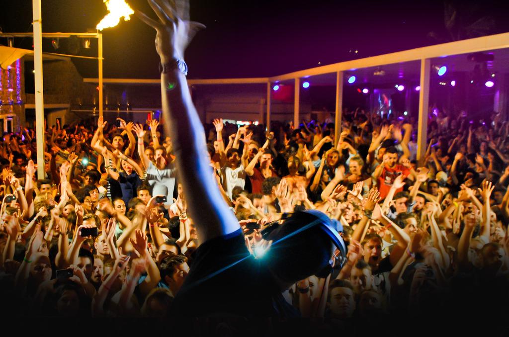 Αποτέλεσμα εικόνας για mykonos party