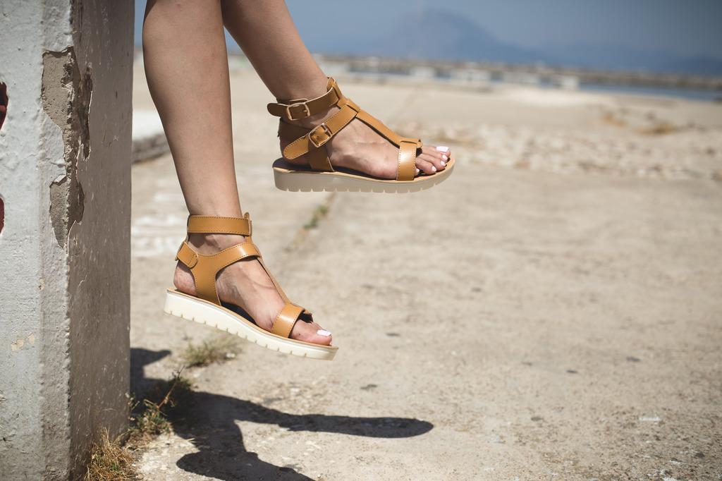 cb829371979 Άσπρη σόλα ξέξασπρη με -30% στο Famous Shoes!   Patras Events