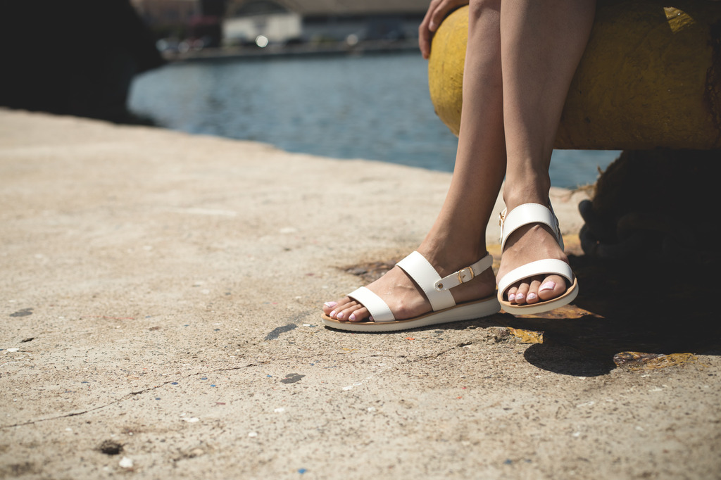 c9942638ae9 Άσπρη σόλα ξέξασπρη με -30% στο Famous Shoes! Άσπρη σόλα ξέξασπρη με -30%  στο Famous Shoes!