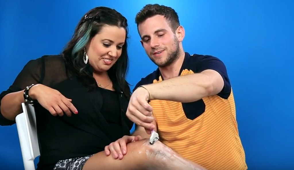 Άντρες ξυρίζουν... τα πόδια των συντρόφων τους (video)  ebbb77a2da1