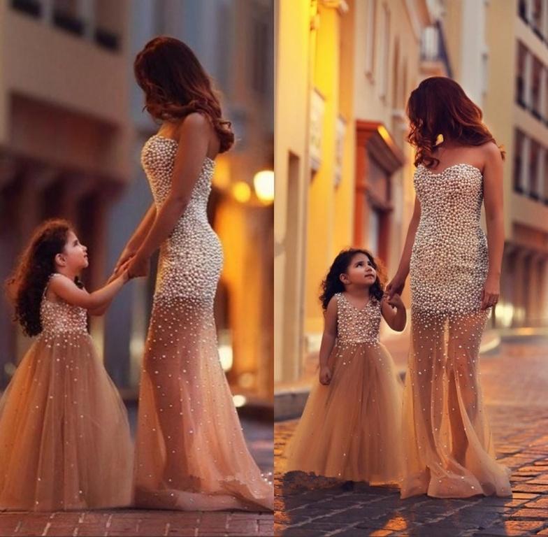 c68e49ee64e8 ... Όταν μαμά και κόρη μοιάζουν σα δυο σταγόνες νερό (pics) ...