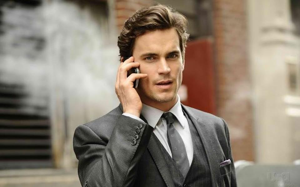 Σε αντίθεση με το κανονικό business ανδρικό στυλ που περιλαμβάνει κουστούμια και γραβάτες, το business casual στυλ αναφέρεται σε μια τυπική εταιρική ενδυμασία που μπορεί να φορεθεί και εκτός δουλειάς.
