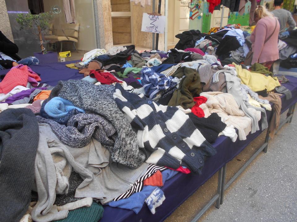 7404e0c8b54e Το… Γιουσουρούμ της Πάτρας βρίσκεται στις λαϊκές αγορές (pics ...