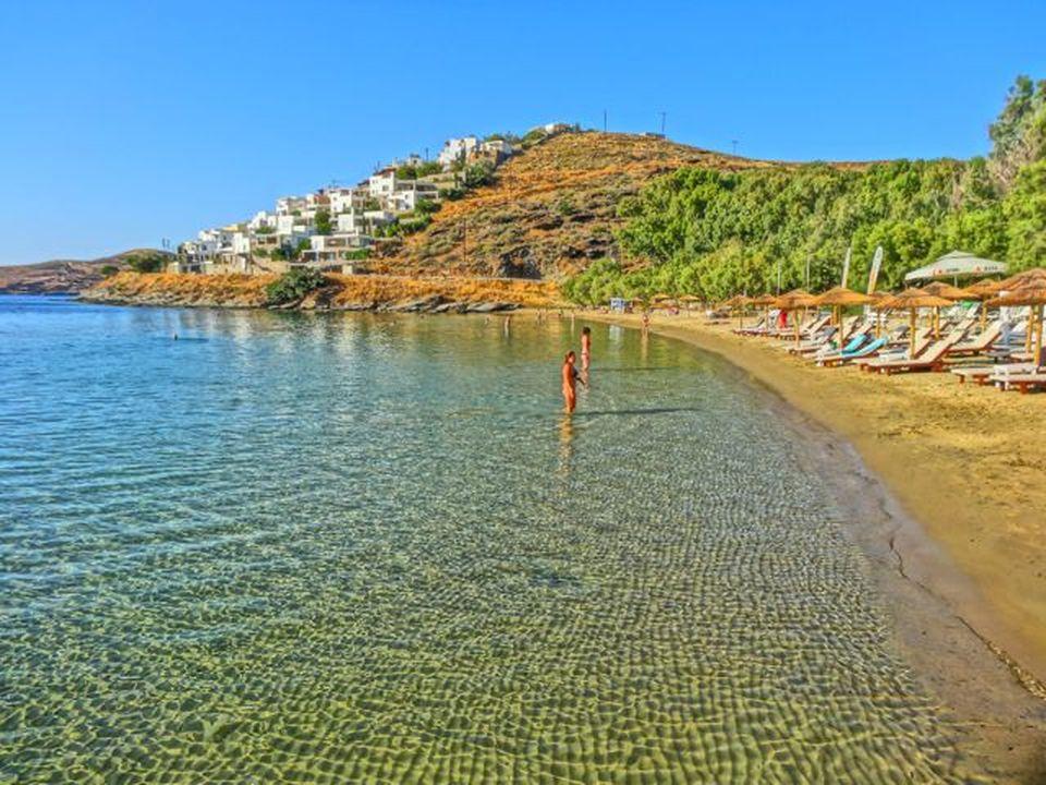 Παραλία Γιαλισκάρι - Γαλαζοπράσινα νερά και χρυσή άμμος (video ...