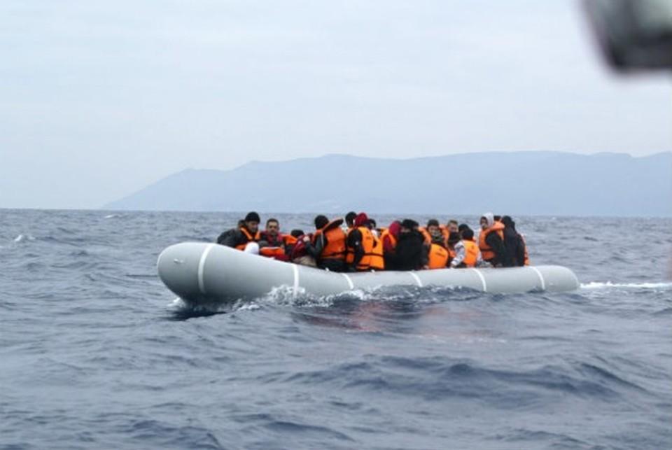 c0cb192cef Εντοπίστηκε σκάφος με πρόσφυγες και μετανάστες νότια της Γαύδου ...