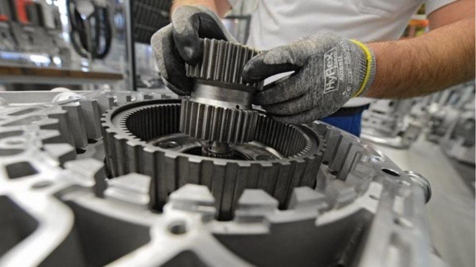 Γερμανία  Η αλλαγή προς τα ηλεκτρικά αυτοκίνητα απειλεί 75.000 θέσεις  εργασίας 6a493f9c8c4