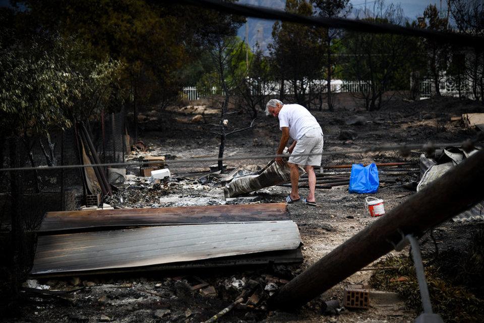 7b2ddfa83e Τουλάχιστον 74 νεκροί από τις πυρκαγιές - Μαρτυρίες και ιστορίες που  συγκλόνισαν