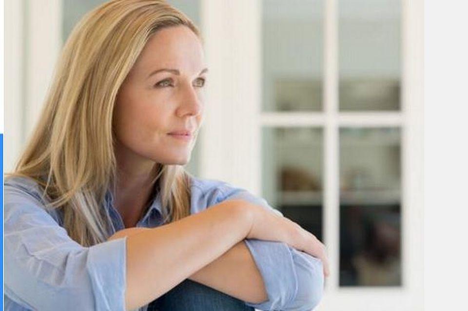 νεότερη γυναίκα που βγαίνει με ένα μεγαλύτερο άντρα βιβλιοθήκης για dating