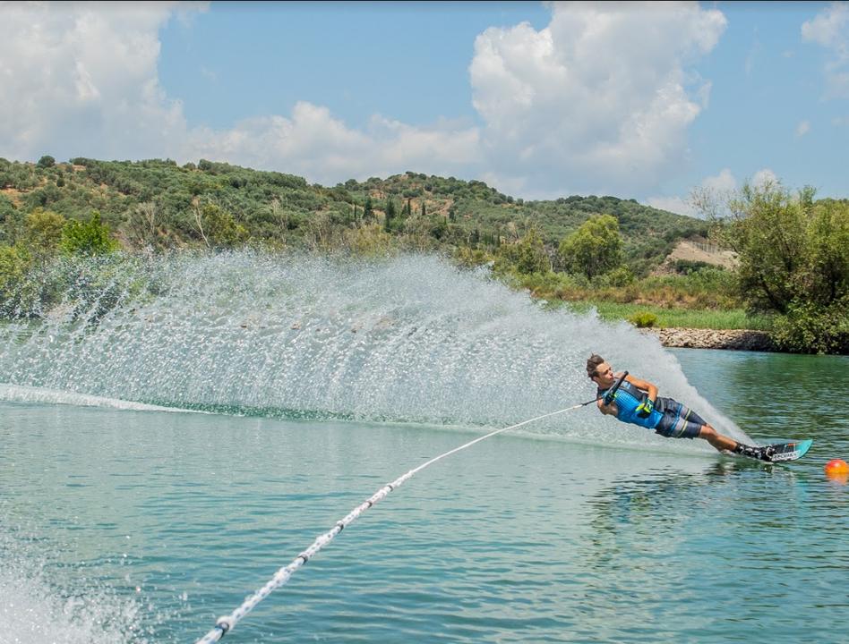 Αποτέλεσμα εικόνας για Μεσογειακοί Παράκτιοι Αγώνες: Στη λίμνη Στράτου θα διεξαχθεί το σλάλομ θαλάσσιου σκι