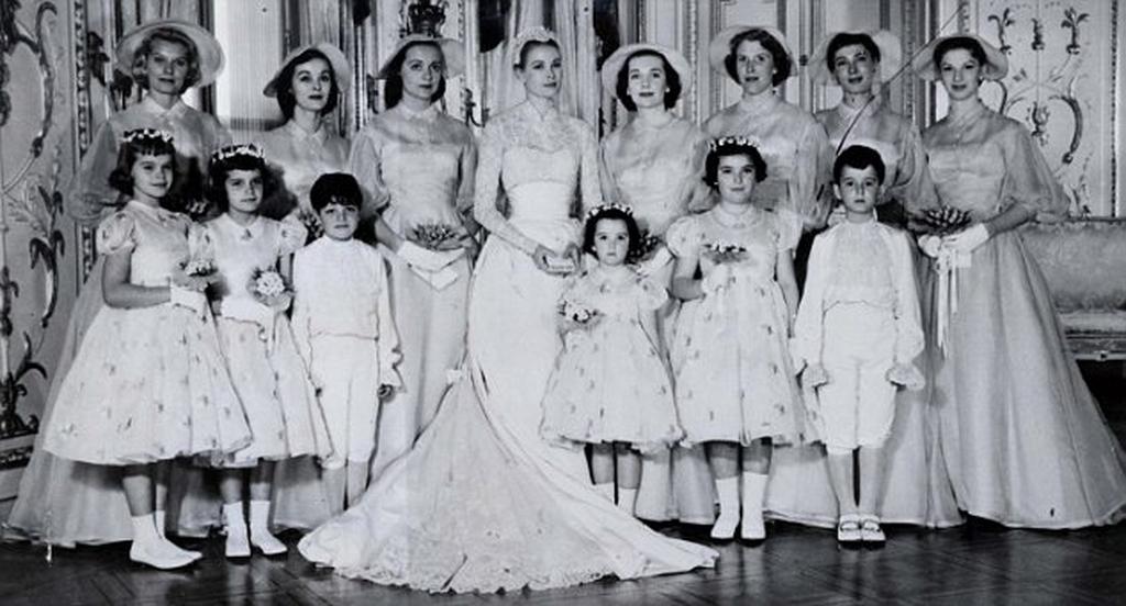 4ef60d56a1a4 Τα 10 πιο κομψά νυφικά που φορέθηκαν στους διάσημους γάμους (pics ...