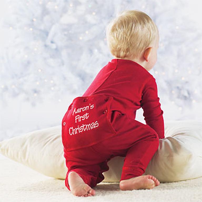 Ποια είναι η αντίδραση ενός μωρού όταν δεχτεί το πρώτο του  χριστουγεννιάτικο δώρο  (video 02b4fe41daf