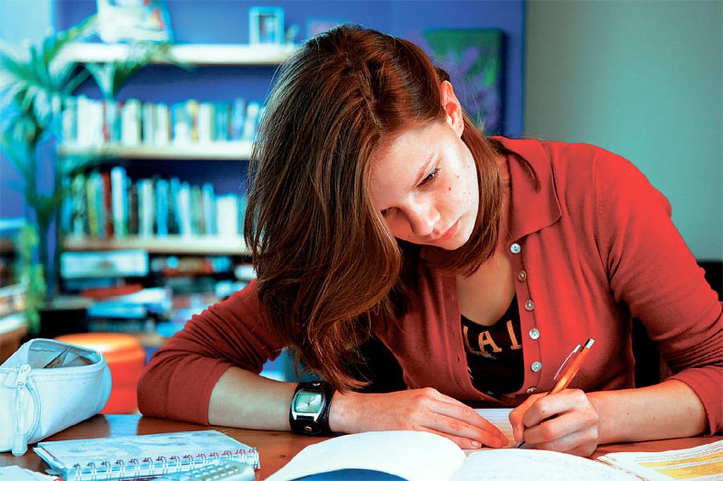 Αποτέλεσμα εικόνας για μαθητες διαβασμα